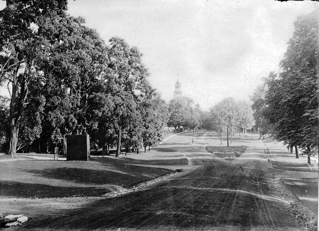 catamount-tavern-site-and-fountain-monument-avenue-looking-south